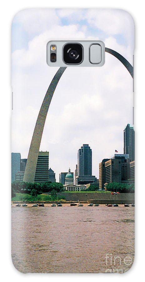 Gateway Arch Galaxy S8 Case featuring the photograph Saint Louis Arch by Tommy Anderson