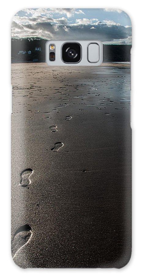 Cliffs Galaxy S8 Case featuring the photograph Sandsend 3 by Glenn Hewitt