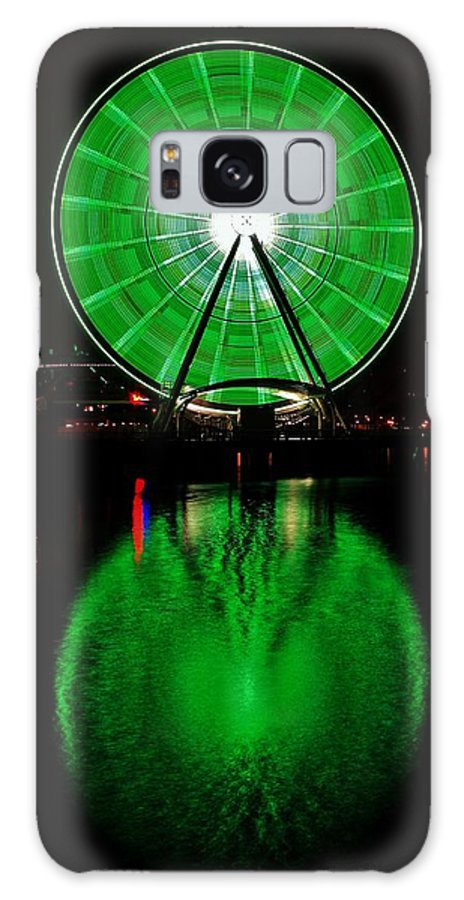 Seattle Galaxy S8 Case featuring the photograph Seattle Great Wheel In Motion by Benjamin Yeager