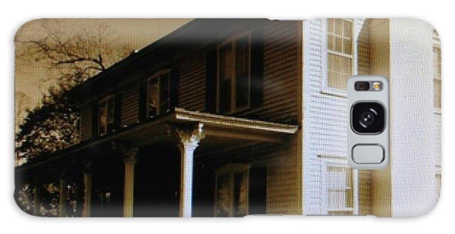 Farm House Galaxy S8 Case featuring the photograph Seven Oaks Farm House by Drema Simonds