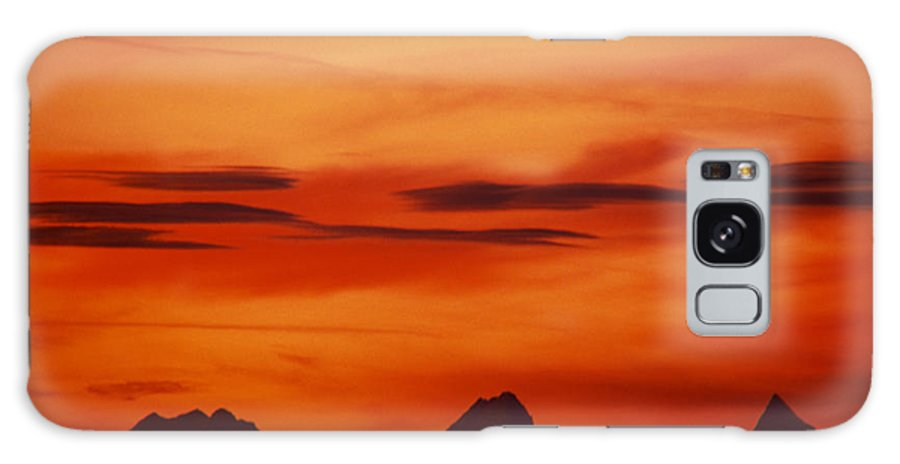 Dawn Galaxy S8 Case featuring the photograph Silhouettes Of Alps by Patrick Kessler
