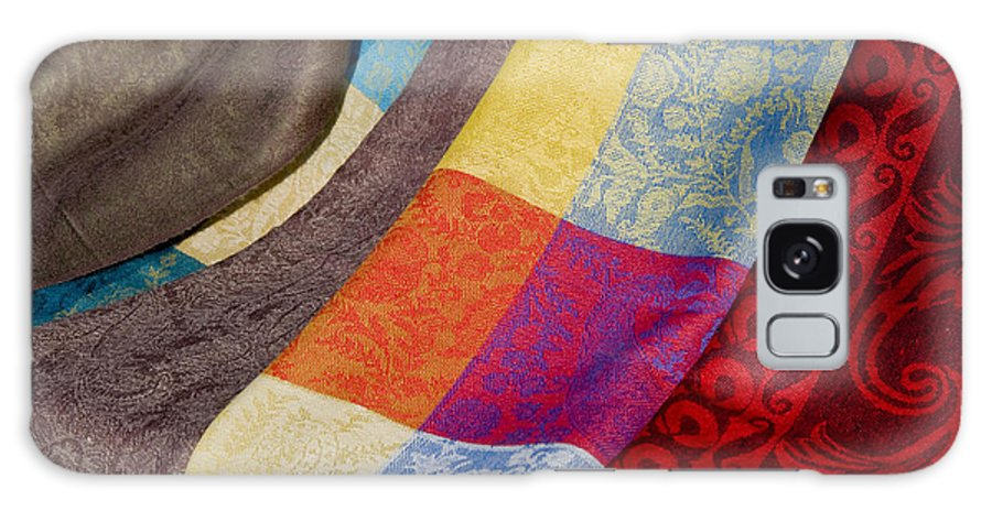 Market Day Isles-sur-la-sorgue France Markets Textile Textiles Silk Silks Wool Scarf Scarfs Provence Galaxy S8 Case featuring the photograph Silk And Wool by Bob Phillips