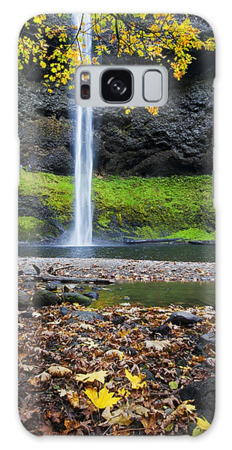 Waterfalls Galaxy S8 Case featuring the photograph Silver Falls In Fall by Quynh Ton