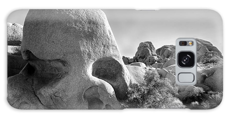 Skull Galaxy S8 Case featuring the photograph Skull Rock by Peter Tellone