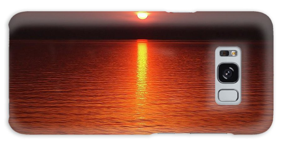 Lake Michigan Orange Sunset Galaxy S8 Case featuring the photograph Slipp'n Into Darkness by Kathi Mirto