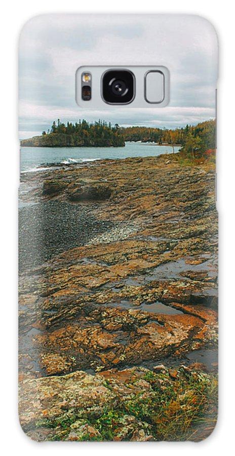 Splitrock Lighthouse Galaxy S8 Case featuring the photograph Splitrock Shoreline by Eric Sorensen