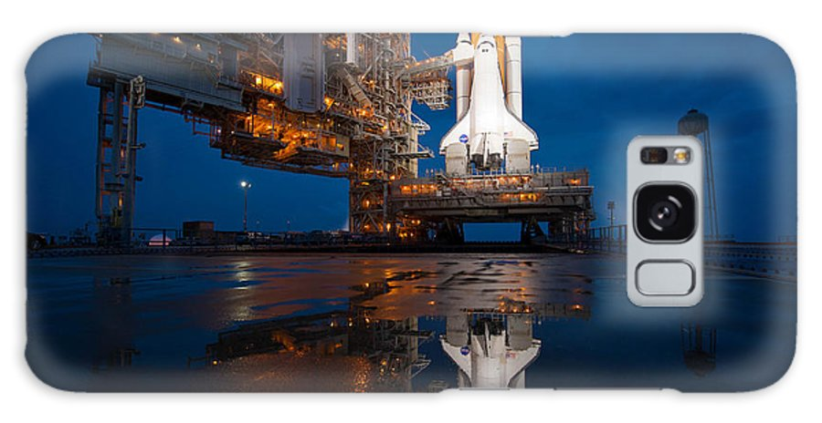 Atlantis Galaxy S8 Case featuring the photograph Sts 135 Atlantis Prelaunch by Paul Fearn