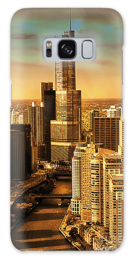 Il Galaxy S8 Case featuring the photograph Sundown On Trump Tower by Thomas Woolworth