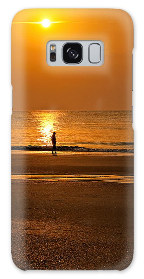 Tybee Island Galaxy S8 Case featuring the photograph Sunrise Walk by Diana Powell