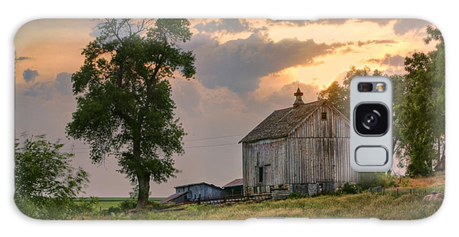 Old Barn Galaxy S8 Case featuring the photograph Sunset Barn by Nikolyn McDonald