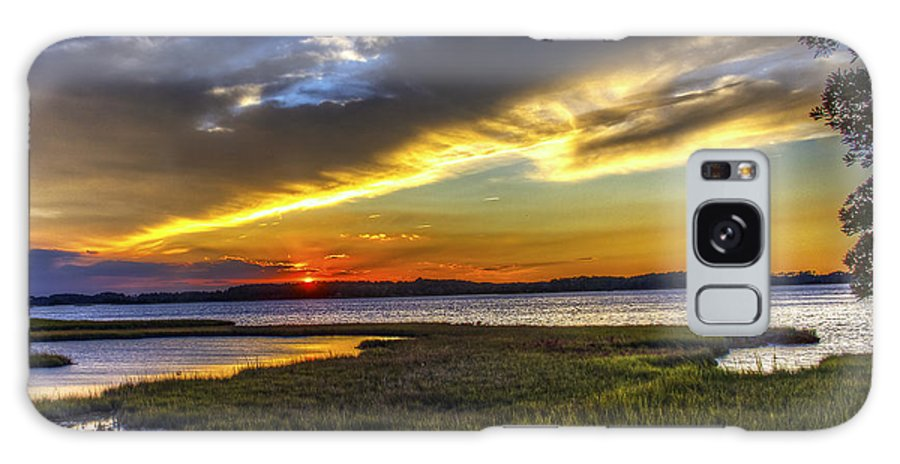 Sunrise Galaxy S8 Case featuring the photograph Sunset In Delaware by Tim Buisman