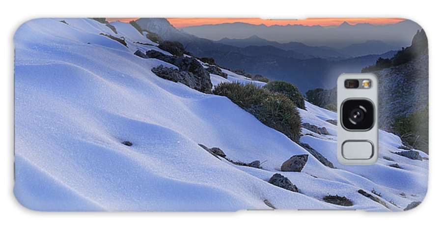 Sunset Galaxy S8 Case featuring the photograph Sunset Light On The Snow by Guido Montanes Castillo