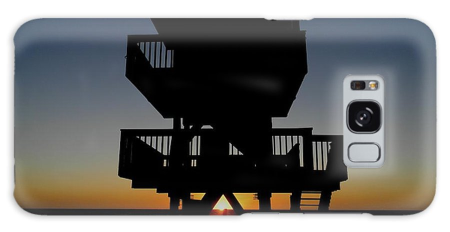Sunset Lifeguard Shack Beach Seascape Galaxy S8 Case featuring the photograph Sunsets Days End by Bruce Kessler