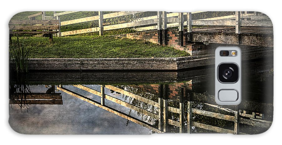 Kennet And Avon Galaxy S8 Case featuring the photograph Swing Bridge Reflected by Ian Lewis