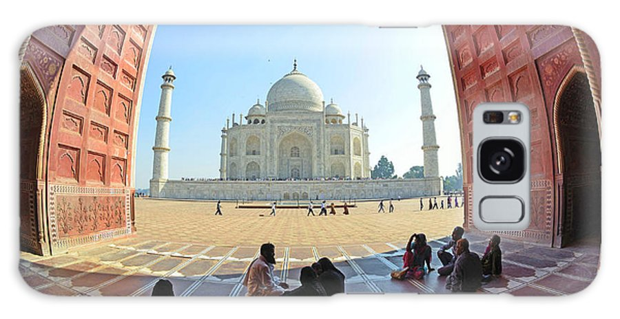 Taj Mahal Galaxy S8 Case featuring the photograph Taj Mahal In Fisheye by Bhaswaran Bhattacharya