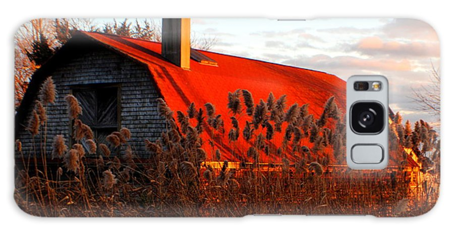 Onset Massachusetts Galaxy S8 Case featuring the photograph The Barn At Sunset by Marysue Ryan