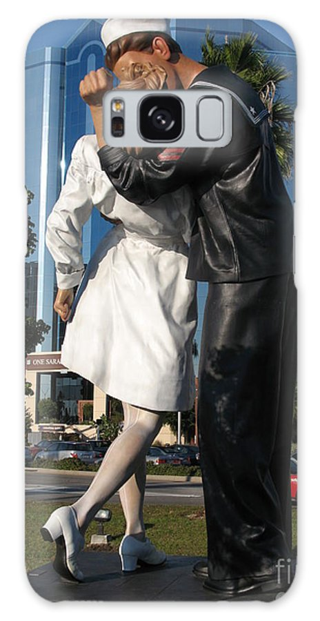 Sailor Galaxy S8 Case featuring the photograph The Kiss - Sailor And Nurse - Sarasota by Christiane Schulze Art And Photography