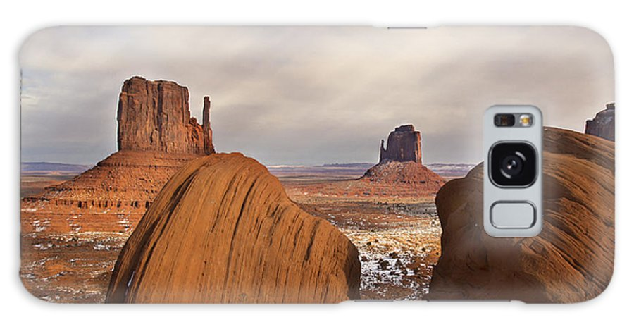 Momument Valley Galaxy S8 Case featuring the photograph The Mittens by Kennith Gordon