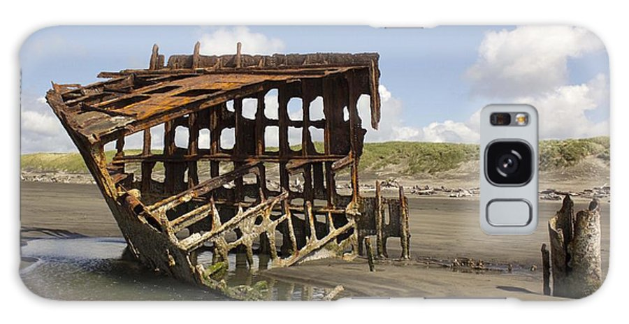 Peter Iredale Galaxy S8 Case featuring the photograph The Peter Iredale Shipwreck 2 Color by Michelle Torres