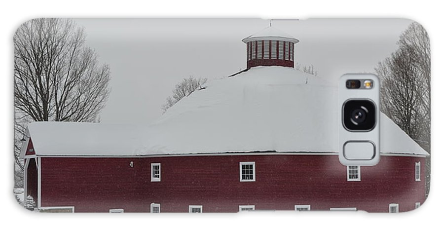 New England Galaxy S8 Case featuring the photograph The Round Barn by Susan Russo