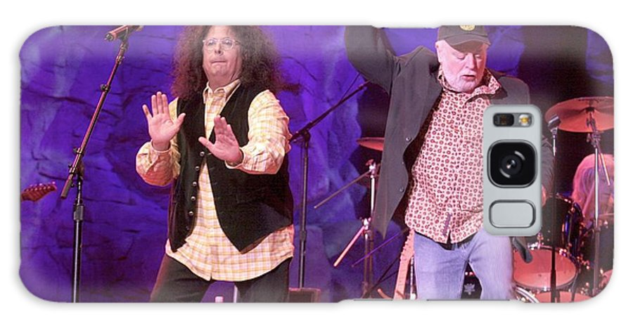 Performance Galaxy S8 Case featuring the photograph The Turtles - Mark Volman And Howard Kaylan by Concert Photos