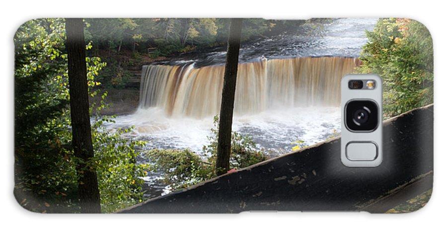 Upper Tahquamenon Falls Galaxy S8 Case featuring the photograph The Upper Falls by Linda Kerkau