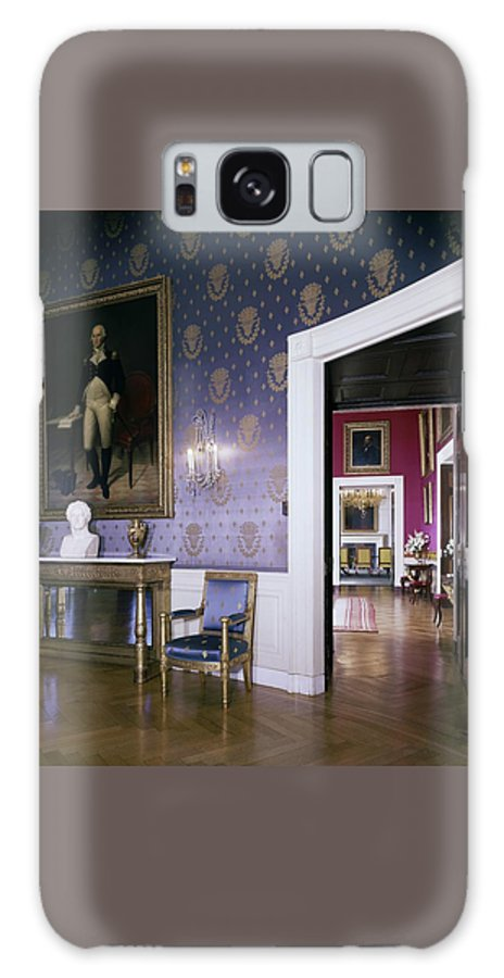 Antique Galaxy S8 Case featuring the photograph The White House Blue Room by Tom Leonard