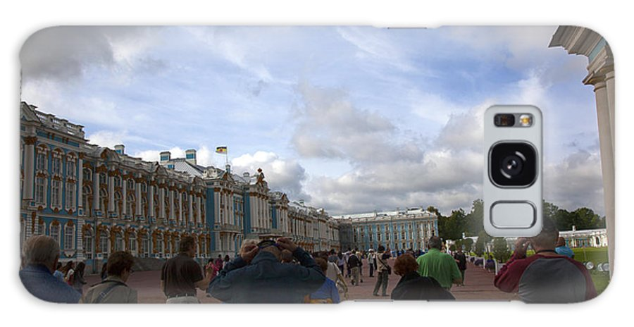 Catherine Palace Galaxy S8 Case featuring the photograph They Come To Catherine Palace - St. Petersburg - Russia by Madeline Ellis