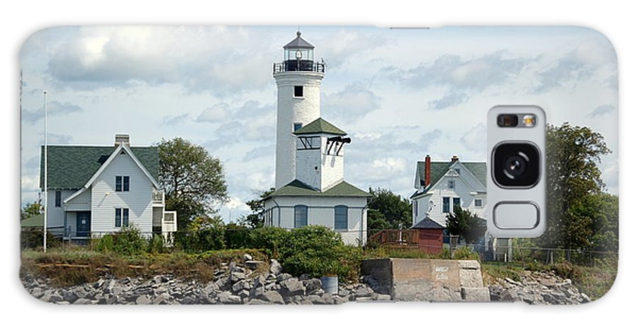 Tibbet's Point Lighthouse Galaxy S8 Case featuring the photograph Tibbet's Point Lighthouse Lake Ontario by Linda Rae Cuthbertson