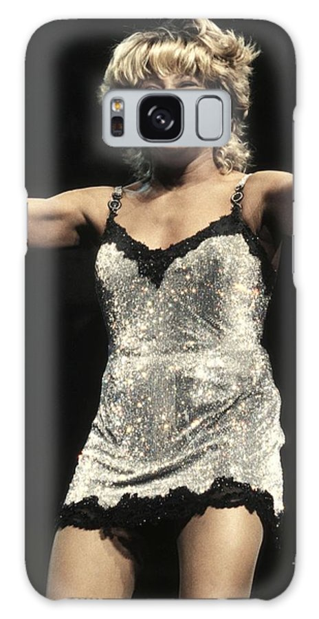 Rock 'n' Roll Galaxy S8 Case featuring the photograph Tina Turner by Concert Photos