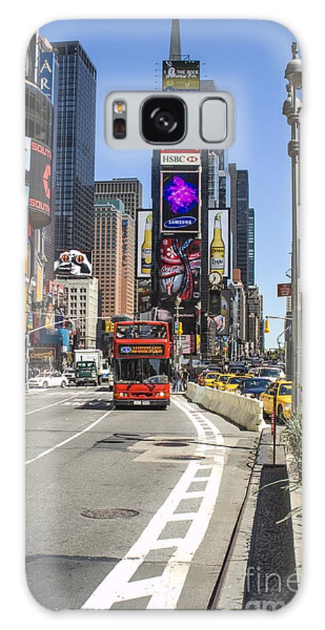 Tourist Attraction Nyc Galaxy S8 Case featuring the photograph Tourists Attraction by Zbigniew Krol