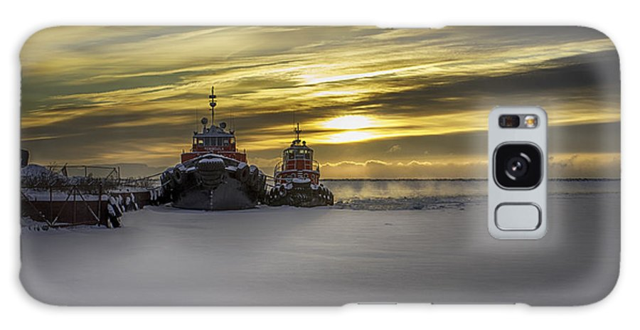 Ship Galaxy S8 Case featuring the photograph Tugs On Ice by Paul Imperius