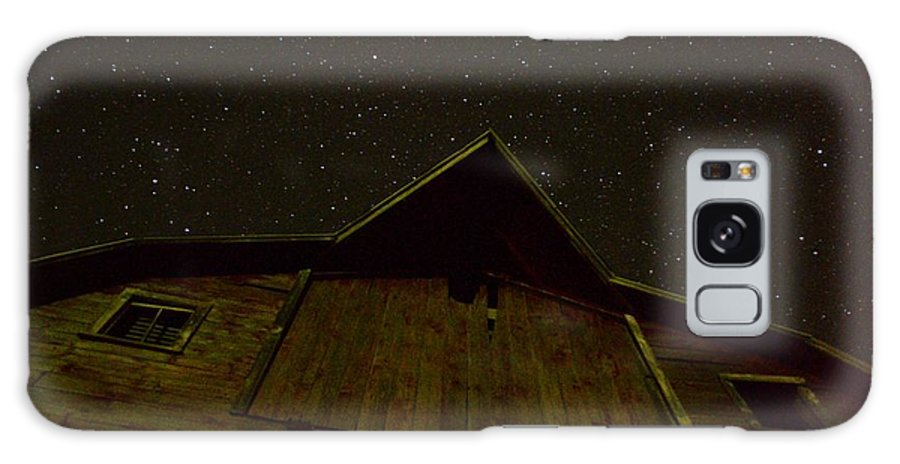 Barn Galaxy S8 Case featuring the photograph Up To The Heavens by Bonfire Photography
