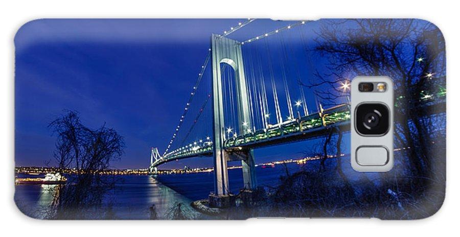 Rokinon 8mm Galaxy S8 Case featuring the photograph Verrazano-narrows Bridge At Night by Saurav Pandey