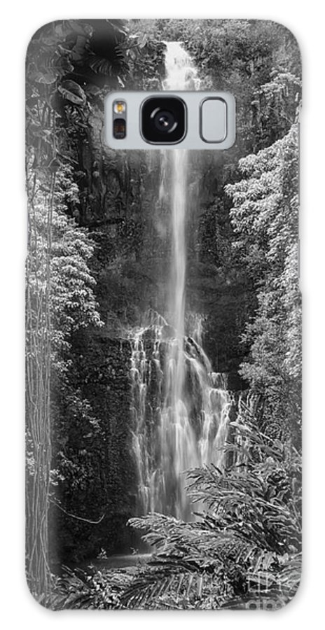 Wailua Falls Road To Hana Maui Hawaii Waterfall Waterfalls Water Landscape Landscapes Tree Trees Vine Vines Fern Ferns Nature Waterscape Waterscapes Black And White Galaxy S8 Case featuring the photograph Wailua Falls 2 by Bob Phillips