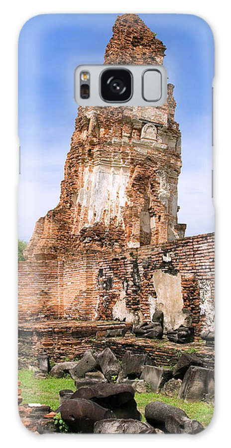 Wat Galaxy S8 Case featuring the photograph Wat Mahathat Temple In Ayutthaya by Artur Bogacki