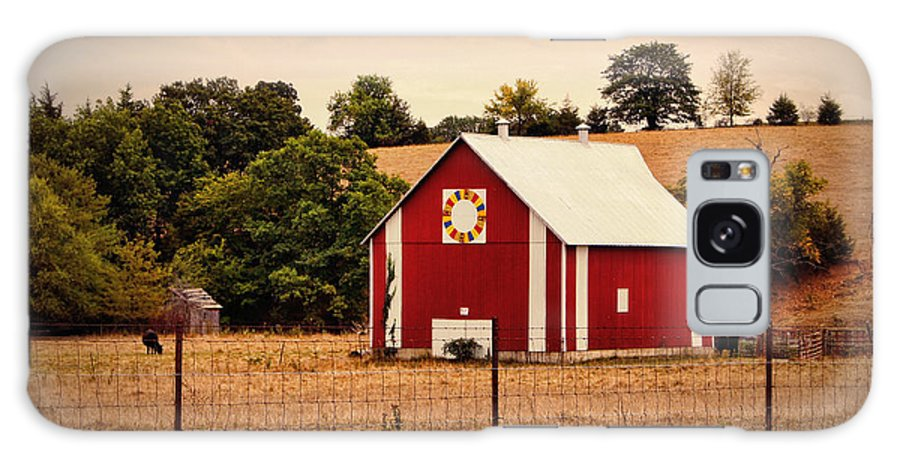 Barn Galaxy S8 Case featuring the photograph Wedding Ring Quilt Barn by Cricket Hackmann