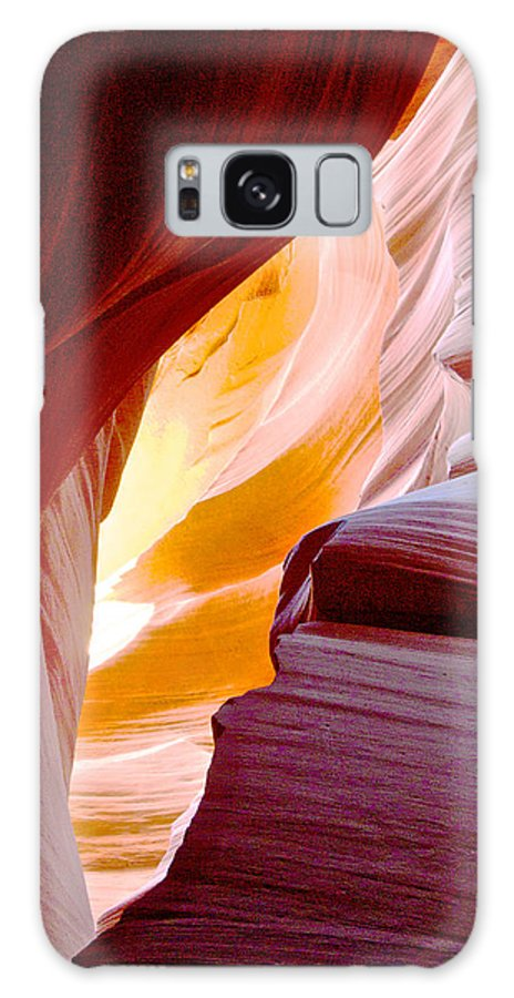 Wink In Lower Antelope Canyon In Lake Powell Navajo Tribal Park Galaxy S8 Case featuring the photograph Wink In Lower Antelope Canyon In Page-arizona by Ruth Hager