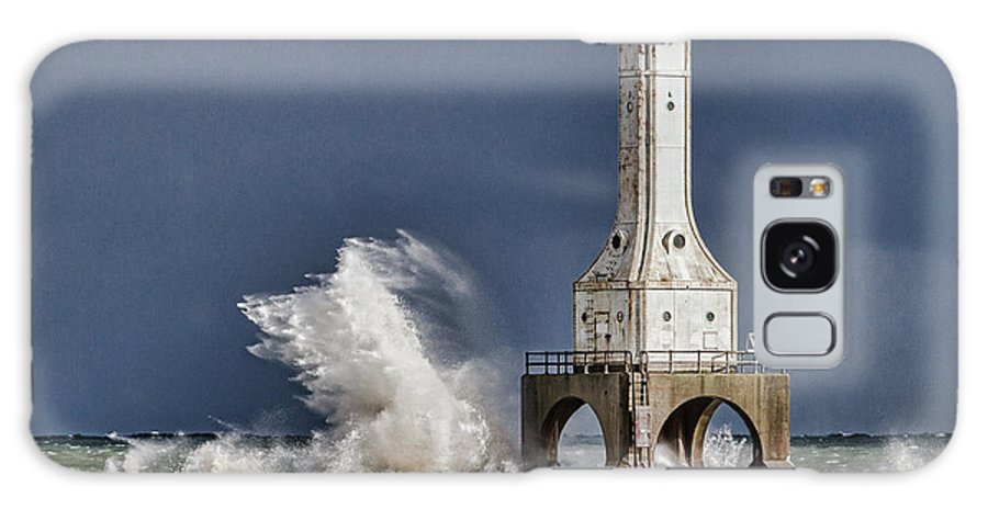 Port Washington Lighthouse. Port Washington Wisconsin Galaxy S8 Case featuring the photograph Wolf by Jeffrey Ewig