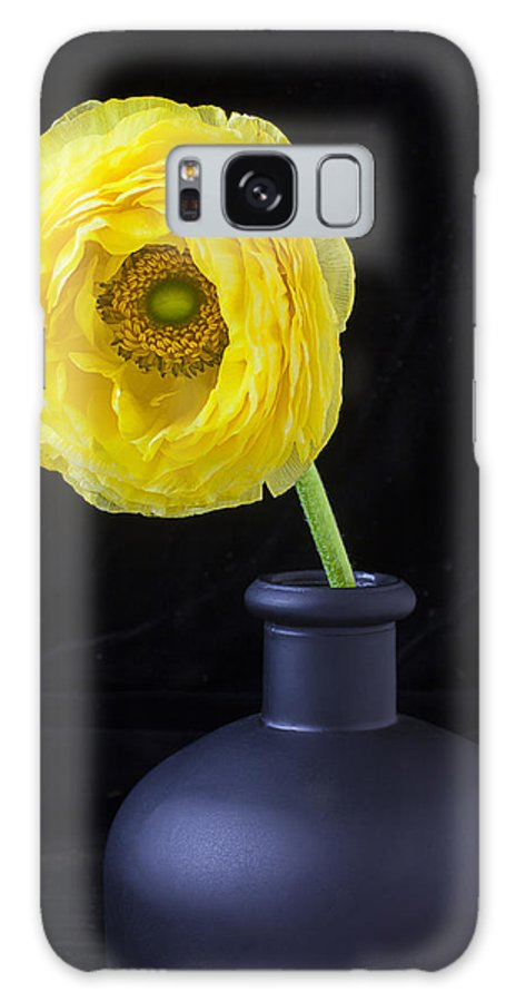 Ranunculus Galaxy S8 Case featuring the photograph Yellow Ranunculus In Black Vase by Garry Gay