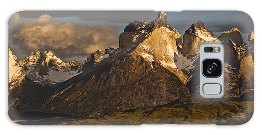 00451386 Galaxy S8 Case featuring the photograph Cuernos Del Paine And Lago Pehoe by Colin Monteath