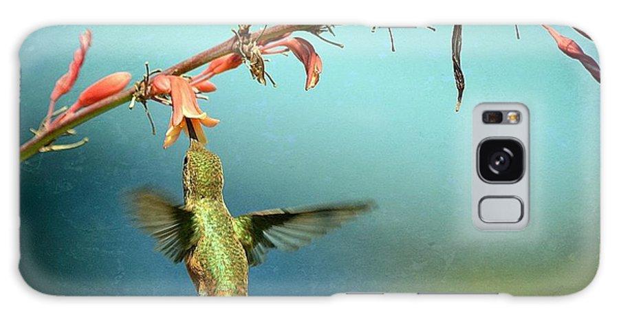 Hummingbird Galaxy S8 Case featuring the photograph Iridescent Jade by Fraida Gutovich