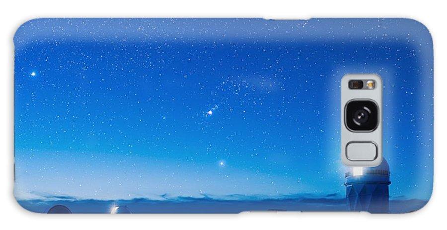 Kitt Peak National Observatory Galaxy S8 Case featuring the photograph Kitt Peak National Observatory At Night by David Nunuk