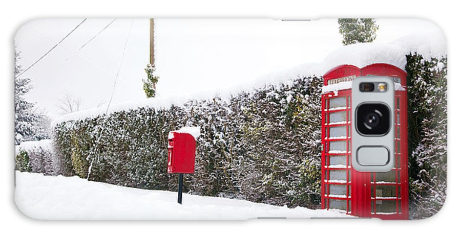 Christmas Galaxy S8 Case featuring the photograph Red Phonebox In The Snow by Richard Thomas