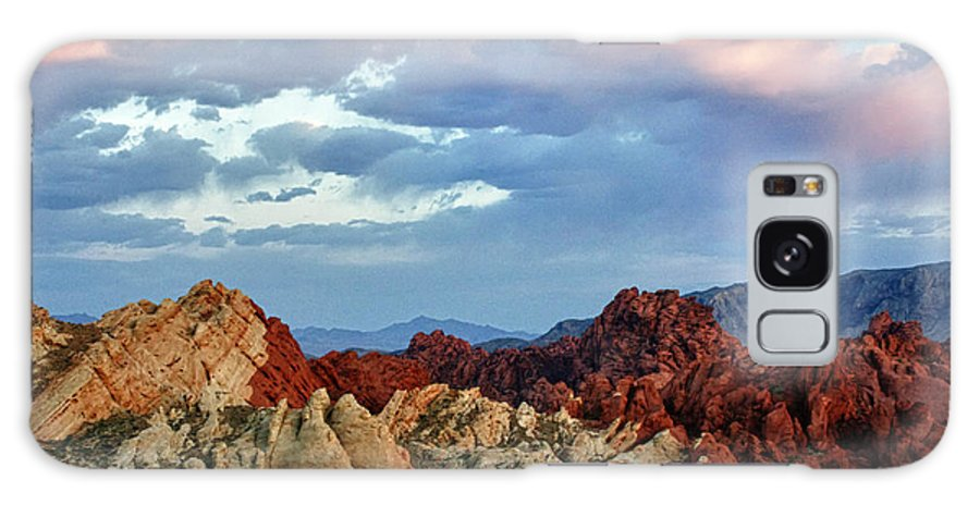 Valley Of Fire Galaxy S8 Case featuring the photograph Split Fire by Linda Dunn