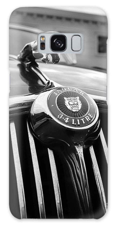 1963 Jaguar Mkii Galaxy S8 Case featuring the photograph 1963 Jaguar Front Grill In Balck And White by Paul Ward