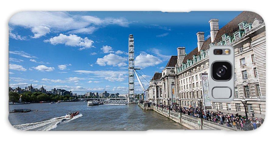 Dawn Oconnor Dawnoconnorphotos@gmail.com Galaxy S8 Case featuring the photograph London Eye And County Hall by Dawn OConnor
