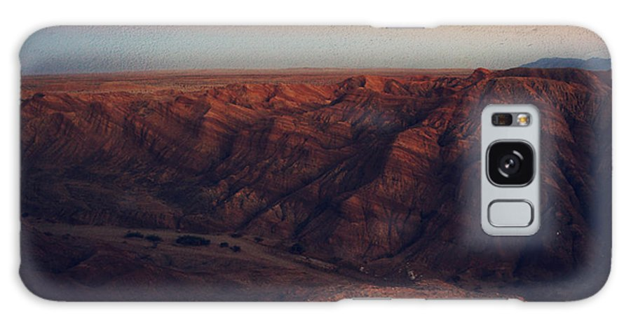 Landscape Galaxy S8 Case featuring the photograph A Hot Desert Evening by Laurie Search