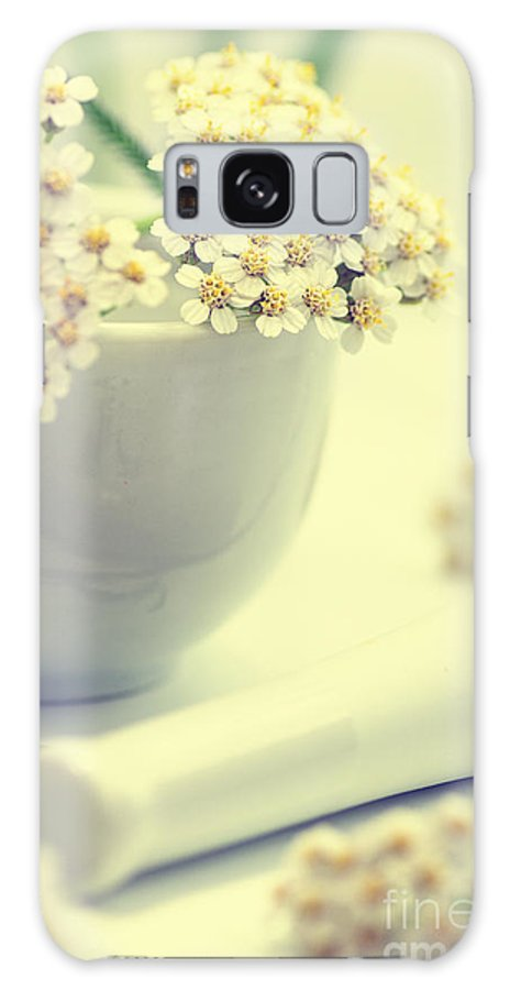 Heilpflanze Galaxy S8 Case featuring the photograph Achillea Millefolium by Tanja Riedel