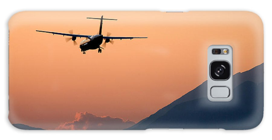 Sunset Galaxy S8 Case featuring the photograph Airplane Landing At Sunset On The Summer Solstice by Ian Middleton